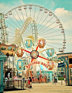 Aesthetic Themes, Retro Aesthetic, Aesthetic Pictures, Aesthetic Backgrounds, Aesthetic Wallpapers, Disney Parque, Balloon Race, Carnival Rides, The Mentalist