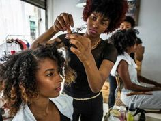 6 Ways to Maintain Your Wet Hair Curl Pattern - Modern Black Natural Hair Care, How To Grow Natural Hair, Black Hair Care, Natural Hair Styles, Lob Hairstyle, Curled Hairstyles, Wet Hair Curls, 4c Hair, Natural Hair Salons