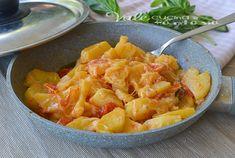 Patate in padella con pomodorini e scamorza