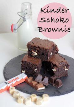 Hände hoch, wenn Ihr auch Brownies liebt! Wie könnte man nicht? Eine Schokobombe mit der perfekten Konsistenz – kluntschig, mächtig und einfach nur genial! Nochmal Hände hoch, wenn Ihr Kinder Schokolade so sehr liebt wie ich. Ob als Riegel, Ei oder in welcher Form auch immer. Die Kombination aus Schokolade und (gesunder *hüstel*) Milch(creme) ist …