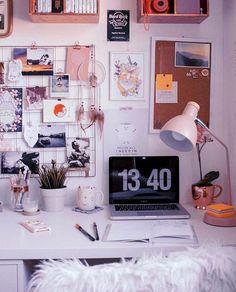 Organized chaos Office Gallery Wall objectives b Home Office Organization, Home Office Decor, Diy Home Decor, Organization Ideas, Study Room Decor, Desk Inspiration, Desk Inspo, Bedroom Desk, Dorm Room Desk