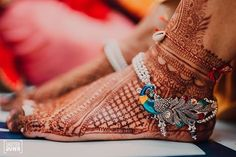 21 Silver Payal Designs For The 2020 Bride! (Simple To Fancy Ones! Payal Designs Silver, Silver Anklets Designs, Silver Payal, Anklet Designs, Gold Bangles Design, Mehandi Designs, Indian Jewelry Earrings, Jewelry Design Earrings, Indian Wedding Jewelry