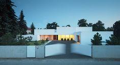 Dom na linii horyzontu/House on the line of the horizon
