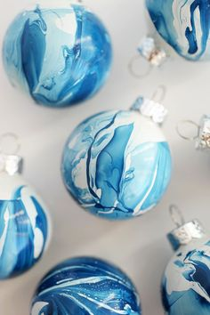 These remind me of Shibori fabric! In five minutes you can make these gorgeous DIY Indigo Marbled Ornaments!