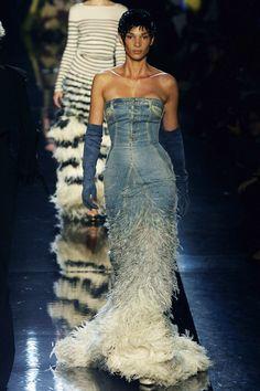 Jean Paul Gaultier en 10 looks culte - Le denim Fashion Week, High Fashion, Fashion Outfits, Jean Paul Gaultier, Couture Fashion, Runway Fashion, Fashion Illustration Collage, Corset Bustier, Artistic Fashion Photography