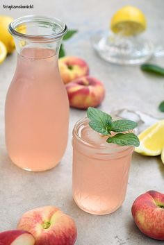 Bergpfirsich Limonade – ohne Zucker How about a delicious refreshment? My homemade mountain peach lemonade would be just right. Ice-cooled, beautifully fruity and slightly sour, it tastes best. A simple recipe without sugar. Peach Lemonade, Smoothie Drinks, Smoothies, Kombucha, Summer Drinks, Healthy Drinks, Healthy Eats, Food Inspiration, Vegan Recipes