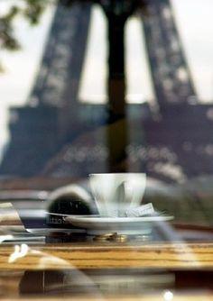 L'incontournable café avec vue sur la Tour Eiffel ! Ca me manque !
