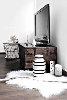 living room decor, white, fur, faux, black, white, wood, chest, table, dark hardwood, candles, modern, warm, fall