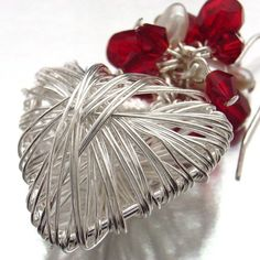 Pretty wire heart.  The link doesn't go directly to this, but the picture's enough to figure it out.