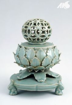[Middle Ages-Goryeo] Cheongja Hyangno (celadon incense burner with openwork design)