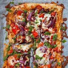 Tomato and Pesto Filo Pizza recipe. For the full recipe, click the picture or vi. Tomato and Pesto Filo Pizza recipe. For the full recipe, click the picture Vegetarian Recipes Dinner, Veggie Recipes, Dinner Recipes, Cooking Recipes, Healthy Recipes, Vegetarian Pizza, Hamburger Recipes, Ham Recipes, Dinner Ideas