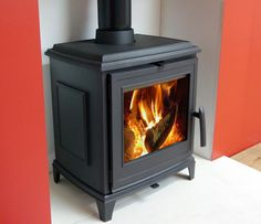 Invicta also make more traditional looking stoves. Here is the Invicta Sedan 5 which is a quality cast iron stove at an excellent price.