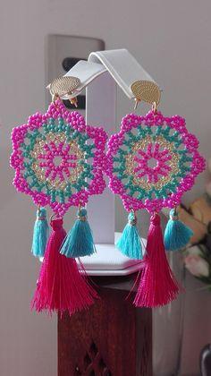 Crochet Cape Pattern, Crochet Earrings Pattern, Beaded Earrings Patterns, Beading Patterns, Crochet Patterns, Crochet Hair Clips, Jewelry Crafts, Handmade Jewelry, Diy Bracelets Easy