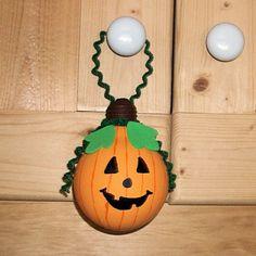 light bulb crafts | Light Bulb Pumpkin Craft
