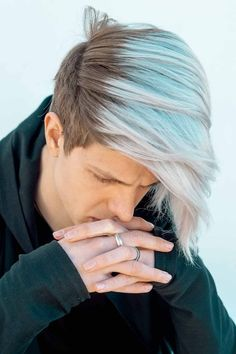 Do you want to channel the silver hair men trend so it'll make you look young instead of older? Find out in our guide how to get your short to long hair dyed in platinum grey or dark metallic so that it highlights your appearance. #menshaircuts #menshairstyles #silverhairmen #howtogetsilverhair #silverhair #greyhair #grayhair Tapered Undercut, Undercut Men, Undercut Hairstyles, Silver Hair Men, Undercut Designs, Platinum Grey, Mens Hair Trends, Look Younger, Grey Fashion