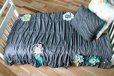 FREE project: Anthropologie-Inspired Toddler Bed Comforter (2 Little Hooligans)