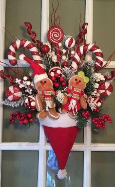 christmas door decorations for school Winter Christmas, Christmas Holidays, Christmas Ornaments, Christmas Design, Christmas Gingerbread, Christmas Door Hangings, Dollar Store Christmas, Christmas 2017, Glass Ornaments