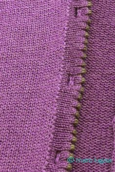 mero lugaa: Tips & Tricks: buttonholes in an Italian panel - Button holes in an Italian strip Diy Knitting Machine, Brother Knitting Machine, Knitting Paterns, Knitting Designs, Knitting Projects, Finger Knitting, Arm Knitting, Knitting Buttonholes, Tricks