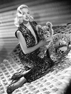 Diana Dors and her pet leopard. Diana Dors, Vintage Hollywood, Hollywood Glamour, Hollywood Stars, Classic Hollywood, Divas, Mamie Van Doren, British Actresses, Classic Actresses
