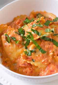 This is pure pasta comfort food right here! You wouldn't believe how delicious this pasta is, that is, until you try it! You definitely need to add this on- Ravioli w creamy sun-dried tomato sauce Pasta Recipes, Dinner Recipes, Cooking Recipes, Frozen Ravioli Recipes, Homemade Ravioli Filling, Homemade Breads, Italian Dishes, Italian Recipes, Vegetarian Recipes