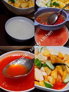 membuat asinan bogor Indonesian Desserts, Indonesian Food, Indonesian Recipes, Healthy Fruit Desserts, Healthy Fruits, Curry, Asian Kitchen, I Foods, Salad Recipes