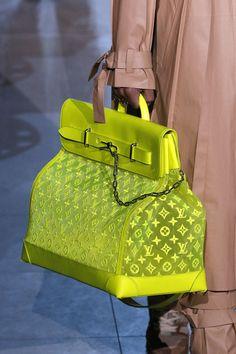 Louis Vuitton : Details - Paris Fashion Week - Menswear F/W Source by designer Vuitton Bag, Louis Vuitton Handbags, Virgil Abloh Louis Vuitton, Neon Bag, Luxury Handbags, Michael Jackson, Leather Handbags, Purses And Bags, Paris Fashion