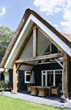 Beautiful thatched timbered porch from Building Design Architecture in in the village of Schoorl in the province of North Holland Building Design, Building A House, Different House Styles, House With Porch, House Extensions, House Goals, Bungalow, Exterior Design, Modern Exterior