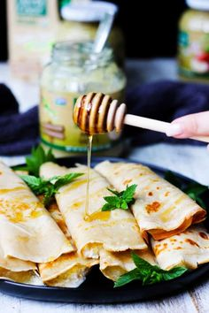 These Apple Sauce Crepes with Honey Ricotta are perfect for school lunches or afternoon snack. Check how you can fold them for lunch boxes. #Ad #NorthCoastOrganic #applesauce #crepes #frenchcuisine #honey #ricotta #snack #easy #lunch