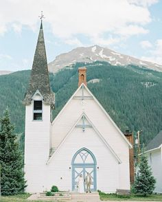 the perfect white chapel for a Colorado wedding