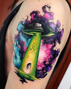 Body – Tattoo's – Watercolor UFO Tattoo by Juan David Rendón Alien Tattoo, Badass Tattoos, Body Art Tattoos, Tatoos, Tattoos Masculinas, Color Tattoos, Tattoo Skin, Neue Tattoos, Sweet Tattoos