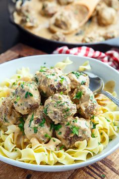 Swedish Meatballs Recipe : Simple and tasty meatballs in a cream sauce that's just packed with flavour! Veal Recipes, Best Pasta Recipes, Lamb Recipes, Lunch Recipes, Cooking Recipes, Tasty Meatballs, Pork Meatballs, Swedish Meatball Recipes, Easy Pasta Dishes