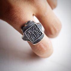 オーダーメイド ハンコリング 習字の先生から頂いたオーダー 糸鋸オーバーレイはか〜な〜りヤバかった ハンコなんで文字は逆になっています リングは一体型で指の形状に造形してるのでフィット感は半端なく気持ちいい リングはサイドは鏡面に それ以外はナシ地で波模様  #horizonblue  #handmade  #ハンコ #印鑑 #Ring  #TAKA  #silver  #silversmith  #silverjewelry  #糸鋸地獄 #オーバーレイ #overlay #ハンドメイド #オーダーメイド #自由ヶ丘