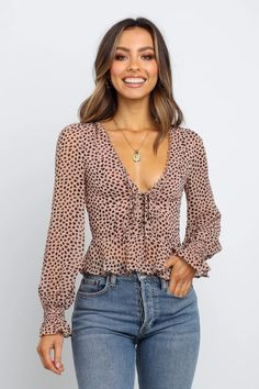 Browse & buy the latest, womens tops, shirts & blouses from Petal & Pup. Next day delivery for metro areas. Shop now! Fall Fashion Trends, Autumn Fashion, Fashion Bloggers, Parisian Chic Style, Beige Outfit, Stylish Eve, Fashion Outfits, Womens Fashion, Jean Outfits