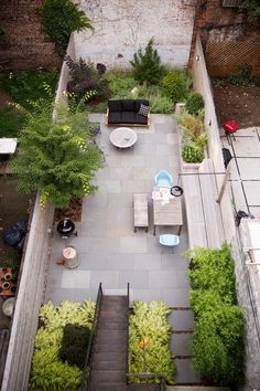 Backyard Design Ideas Welcoming Your Summer Home: Garden Designer Visit: A Low Maintenance Brooklyn Backyard Backyard Layout, Small Backyard Landscaping, Modern Landscaping, Backyard Patio, Landscaping Ideas, Terraced Backyard, Backyard Designs, Paved Backyard Ideas, Mulch Landscaping