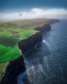 Cliffs Of Moher - Galway, Irlanda Belle Image Nature, Beautiful World, Beautiful Places, Beautiful Scenery, Beautiful Sunset, Landscape Photography, Nature Photography, Photography Ideas, Travel Photographie