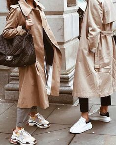 Trench Coat Outfit For Spring activation trends Fashion Mode, Fashion Outfits, Fashion Decor, Style Fashion, Travel Outfits, High Fashion, Fashion Shoes, Luxury Fashion, Trenchcoat Style