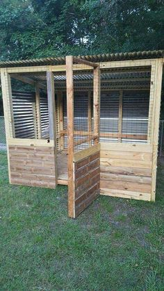 "Chicken Coop Plans Free 814588651336262092 - Good Absolutely Free ""Cookoo"" That Works – How to Keep Chickens Out of Garden Tips The usage of a dog kennel has long been a significant place of rivalry in the dog's attitude and a Source by Chicken Coop Plans Free, Small Chicken Coops, Easy Chicken Coop, Portable Chicken Coop, Chicken Coop Designs, Backyard Chicken Coops, Building A Chicken Coop, Chickens Backyard, Chicken Feeders"
