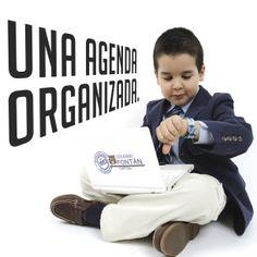 Los estudiantes organizan sus actividades grupales e individuales en su agenda cada día.