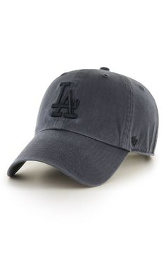 Add some athleisure style to the look with this curved-brim baseball hat crafted from garment-washed cotton twill for a look that's classic and lived-in.