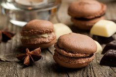 Bethenny's Nutella Macaroons aka your new favorite dessert Nutella Macaroons, Chocolates, Greek Sweets, Chocolate World, Nutella Chocolate, Chocolate Box, Different Recipes, Eclair, Love Food