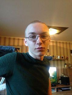 9-Jähriger wird in Herne umgebracht, 19-jähriger flüchtig!    Foto des tatverdächtigen Marcel H.   Herne– Gemeinsame Presseerklärung der Staatsanwaltschaft Bochum und der Polizei Bochum. Am Montagabend (6. März), gegen 20.30 Uhr, wurde weiter lesen