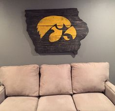 x Hawkeye Wall Art Barn Wood by Thruthebarndoor on Etsy. For our future basement living room Barn Wood Projects, Home Projects, Home Crafts, Hawkeye Football, Iowa Hawkeyes, My Dream Home, A Team, Wood Signs, Wall Art