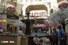 L'ottagono è il punto centrale dei #grandimagazzini #GUM. Una piccola ma elegante #fontana tropneggia nel mezzo.