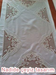Crochet Lace, Crochet Stitches, Crochet Designs, Crochet Patterns, Hessian Table Runner, Fillet Crochet, Tablerunners, Home Textile, Needlework