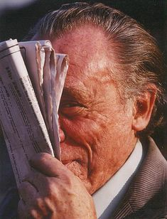 Charles Bukowski, one of the great, most widely read American poets of the late century, largely snubbed by the establishment press and academia. Henry Charles Bukowski, Tough Mother, Story Writer, Writers And Poets, American Poets, Ordinary Lives, Playwright, Famous People, Real People