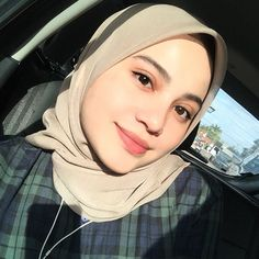 Im so sooo in love with my tudung from 😍 semua cantik and senang bentuk. Grab yours now 🥰 Arab Girls, Girl Hijab, Beautiful Hijab, Beauty Full Girl, Hijab Fashion, Women's Fashion, Hair And Nails, Hair Beauty, Glamour