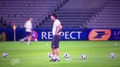 Trener reprezentacji Niemiec grzebie w spodniach i wącha palce • Tak wygląda typowy trening Joachima Loewa • Wejdź i zobacz film >> #low #football #soccer #sports #pilkanozna