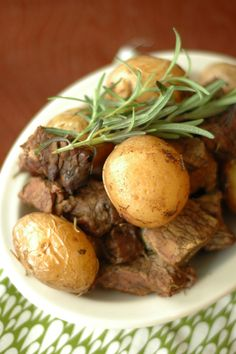 Better than going out to a steakhouse! Slow Cooker Honey Rosemary Steak and Potatoes is simple to prepare and will certainly impress your Valentine!!