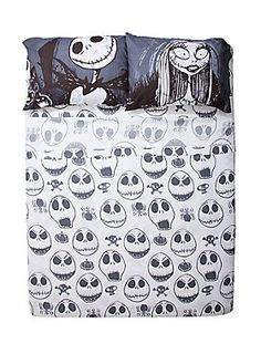 "Don't just dream about Halloween Town, surrounded yourself in it while you sleep! This full sheet set features a Jack faces design.<br><br>Includes 1 flat sheet, 1 fitted sheet and 2 standard pillowcases.<br><ul><li style=""list-style-position: inside !important; list-style-type: disc !important"">100% polyester</li><li style=""list-style-position: inside !important; list-style-type: disc !important"">Wash cold; dry low</li><li style=""list-style-position: inside !important; list-style-type…"