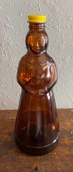 Brown Glass Bottles, Antique Glass Bottles, Antique Glassware, Bottles And Jars, Antique Dishes, Vintage Dishware, Vintage Bottles, Antiques Value, Glass Dolls